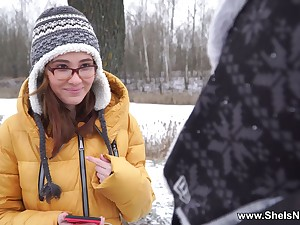 Pretty babe in glasses Gisha Forza gives the brush head and gets slit fucked
