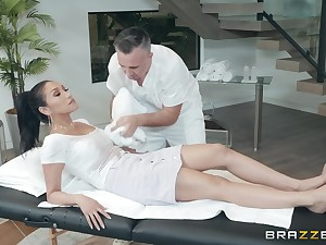 Latina babe Vicki Hunt takes cock with her feet and indiscretion at once