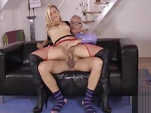 Feeble-minded wench gives amazing blowjob and then takes it up the pussy