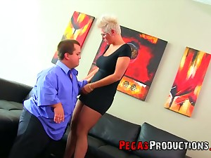 Miniature fucks super juggy and big bottomed blond mature woman Alyson Queen