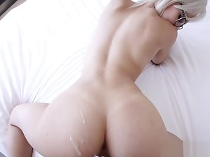 Elsa Jean shows of her amazing body and gets fucked
