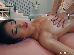 Jade Kush gets her hairry pussy pounded by her taking masseur