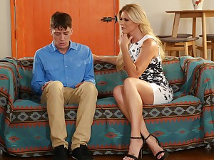 Retrograde guy seduced by friend's MILF mommy
