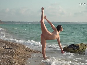 Wet teen body is breathtaking before beach