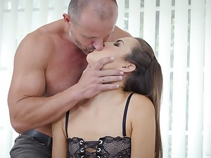 Seductive young paramour Cindy Shine allows to cum in mean anal hole