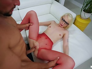 Lilliputian punk Alice Pink gets chock-full of giant detect
