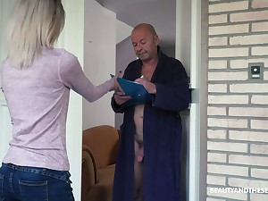 Too misbehaving light haired Hungarian doll Missy Luv rides valiant cock of old defy