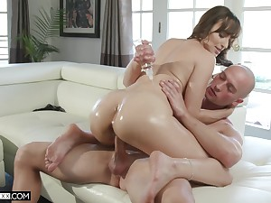 Oiled brunette Lexi Luna wants to get creamed pussy by her collaborate
