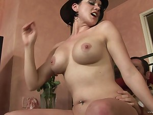 Babe eats cum after getting her cunt fucked in missionary