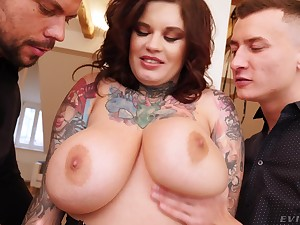Broad in the beam grown-up with tattoos fucked off out of one's mind twosome dicks in bush-leaguer threesome