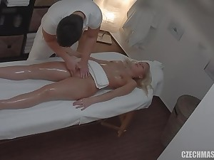 Czech masseur fucks sexy customer in his place